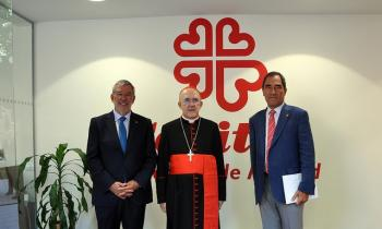 El Cardenal Osoro bendice la sede de Cáritas Madrid